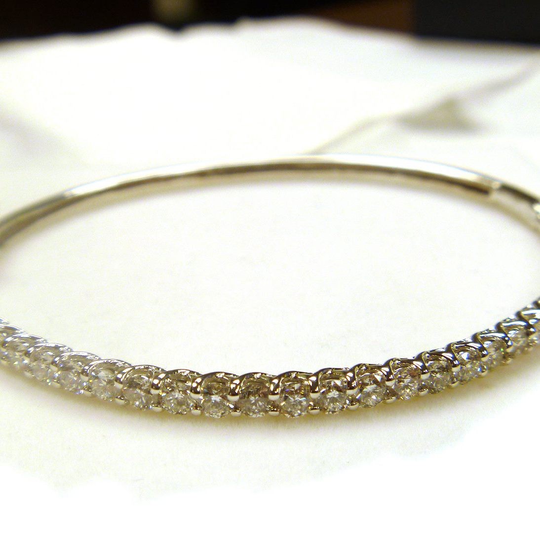 Luxury Stackable Diamond Bangle Bracelet 14k White Gold (2.03ct)