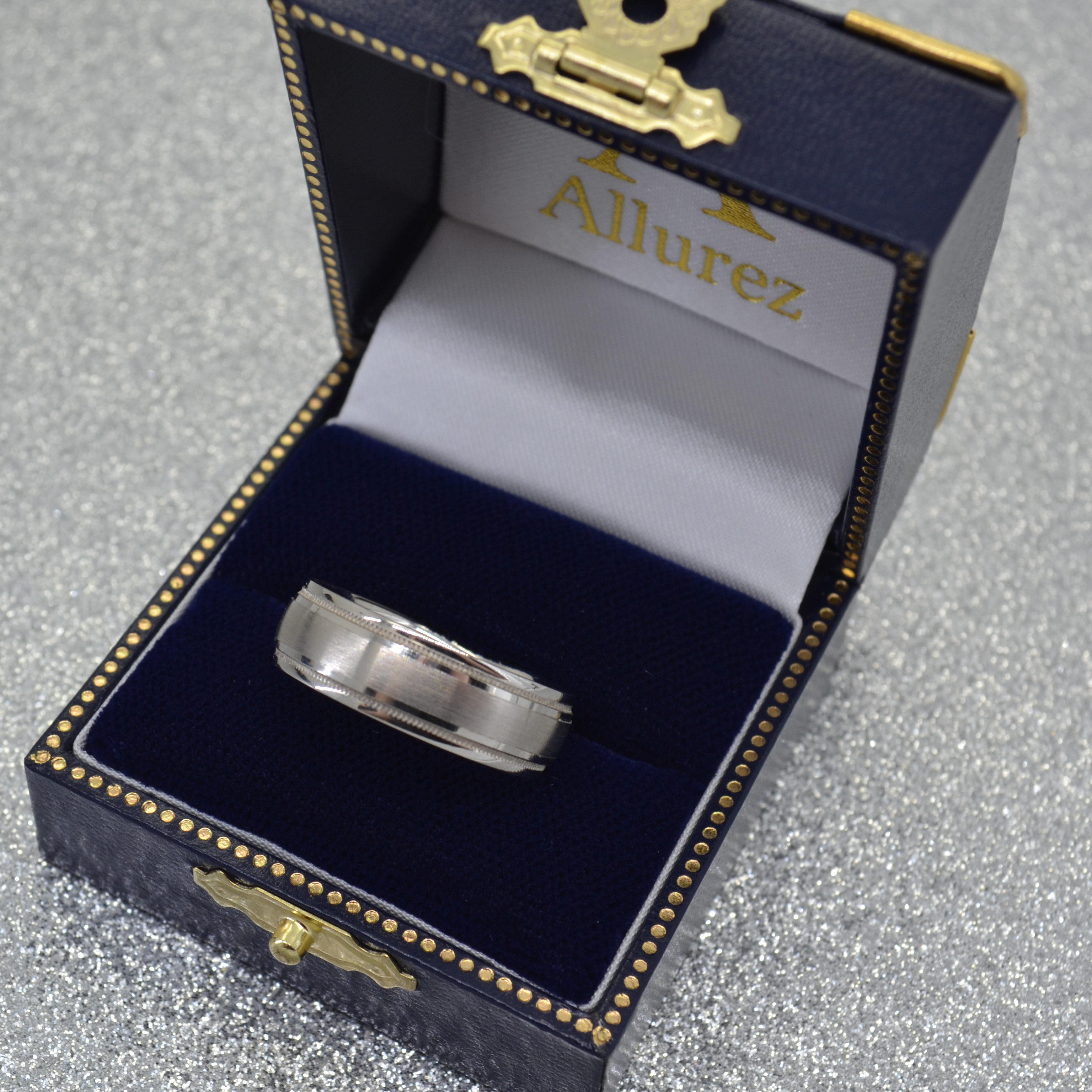 Carved Wedding Band in Platinum For Men (7mm)