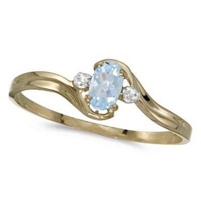 Oval Aquamarine and Diamond Right-Hand Ring 14K Yellow Gold (0.20ctw)