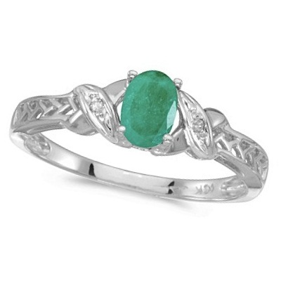 Emerald & Diamond Antique Style Ring in 14K White Gold (0.45ct)