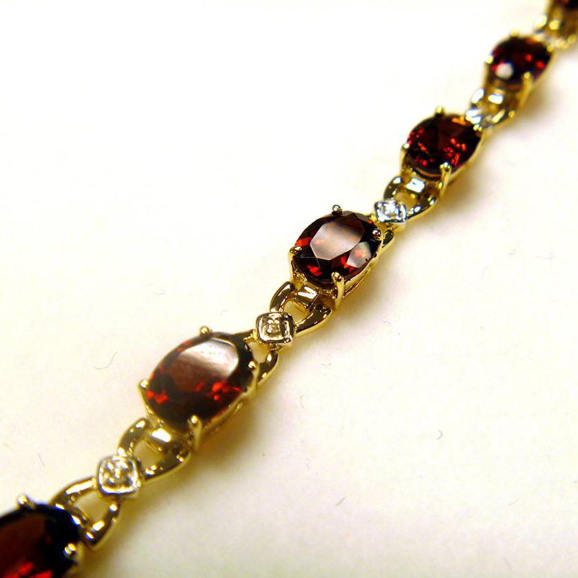 Diamond and Garnet Bracelet 14k Yellow Gold (10.26 ctw)