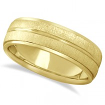 Modern Carved Wedding Band For Men in 18k Yellow Gold (7mm)
