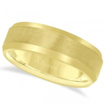 Comfort-Fit Carved Wedding Band in 14k Yellow Gold (7mm)
