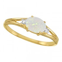 Oval Opal and Diamond Ring in 14K Yellow Gold (0.27ct)